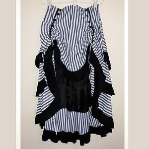 Dresses & Skirts - XL Victorian style Hi-Low skirt